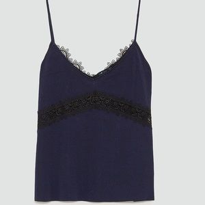 Strappy top with a V-neckline in the front